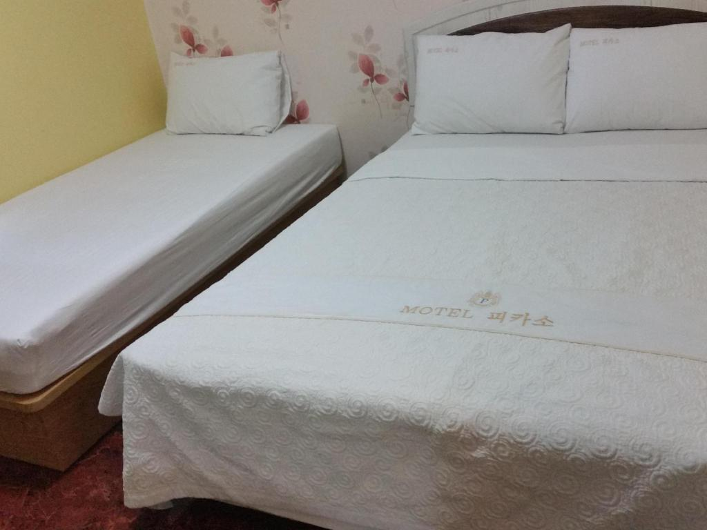 Standard Double Bed - Bed Picaso Motel Suyu