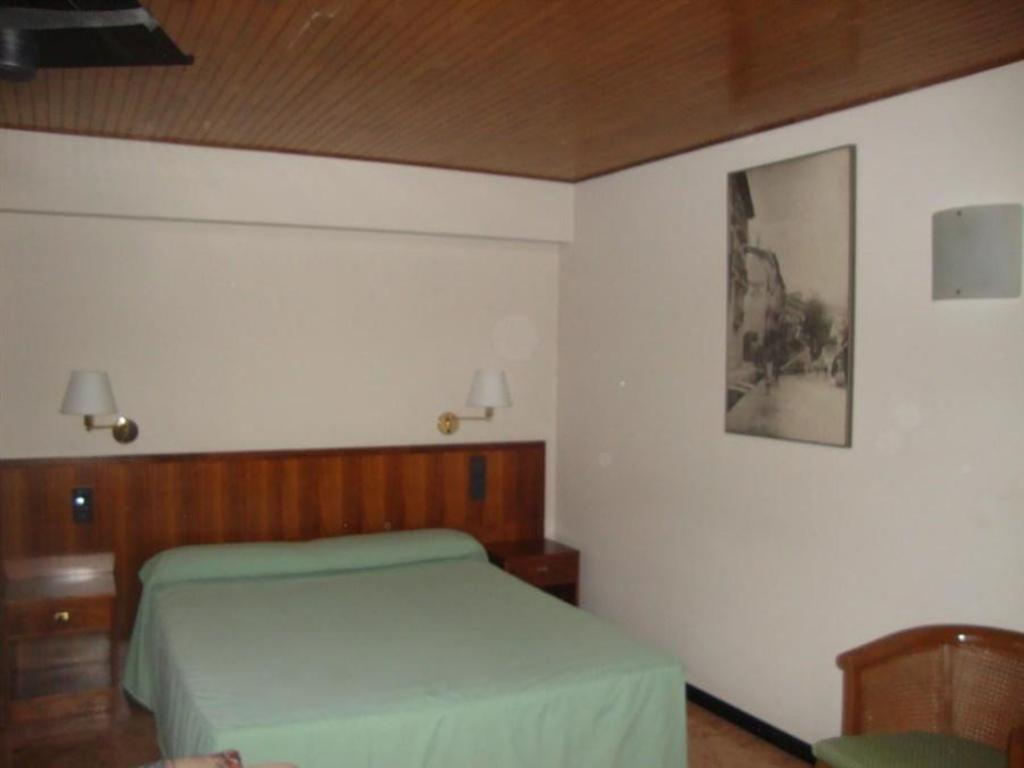 Double or Twin Room - Bed Hostal Victor