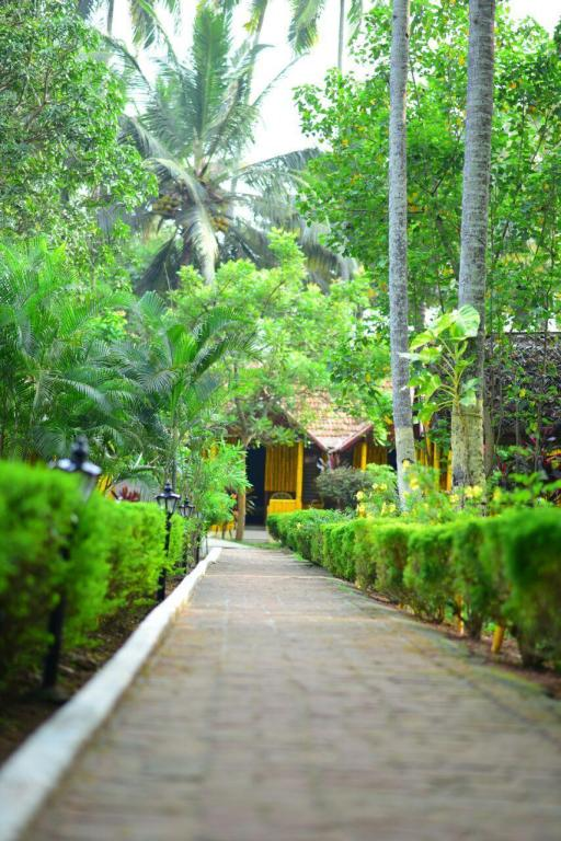 Predvorje Savithri Inn Bamboo Cottages and Resorts