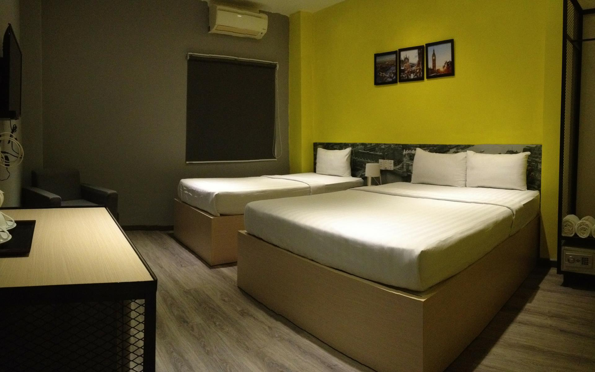 Mixed Dormitory Room (4 Adults)