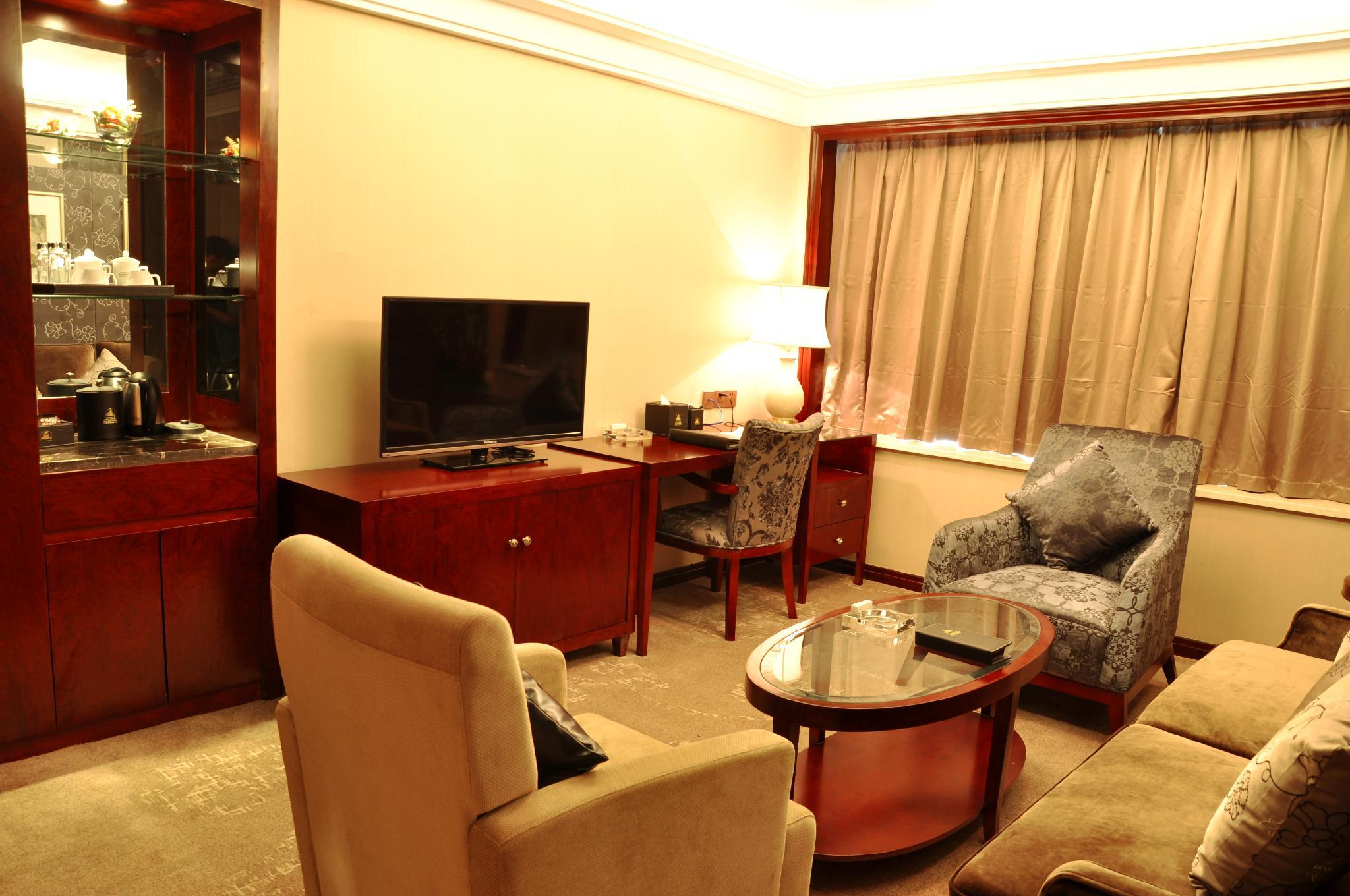 Deluxe Executive Suite with 1 King Bed