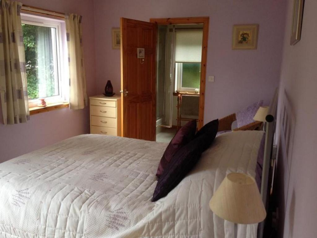 Double or Twin Room with Private Bathroom - Bed Whinmore