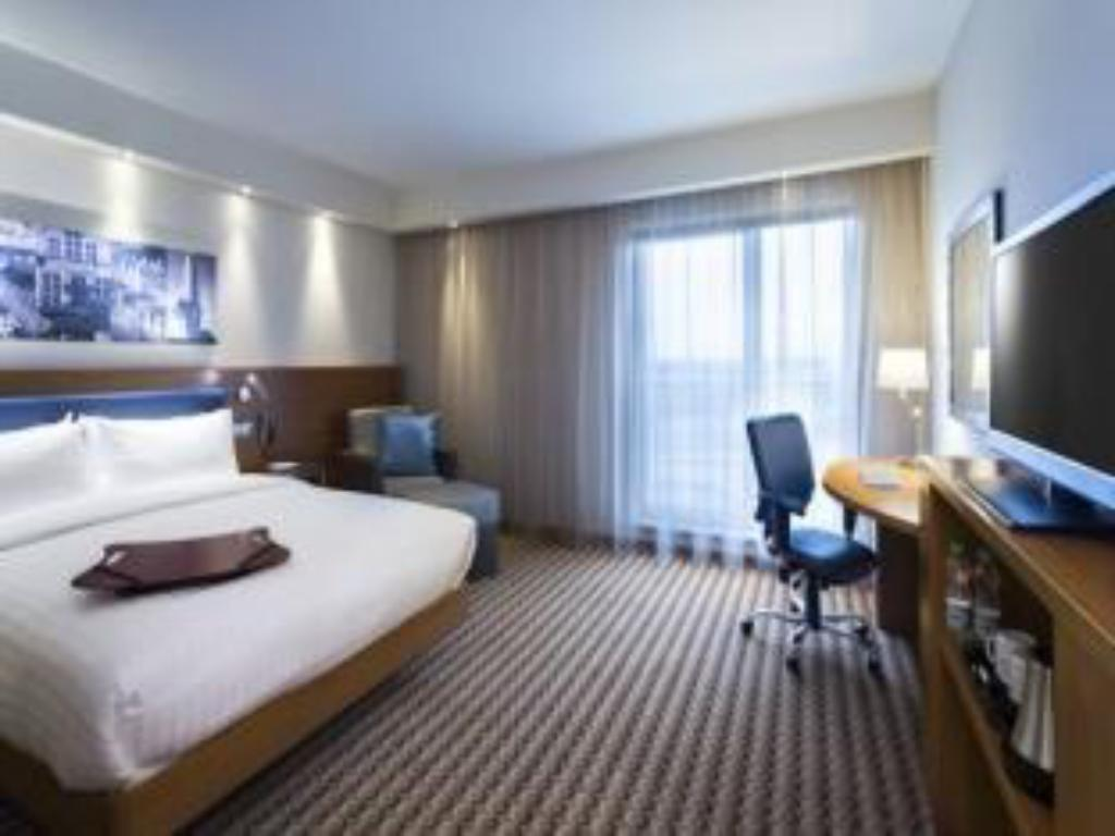 Queen Accessible Room Non-Smoking Hampton by Hilton Gdansk Airport