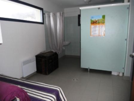 Lit simple dans un dortoir de 8 lits (Single Bed in 8-Bed Dormitory Room)