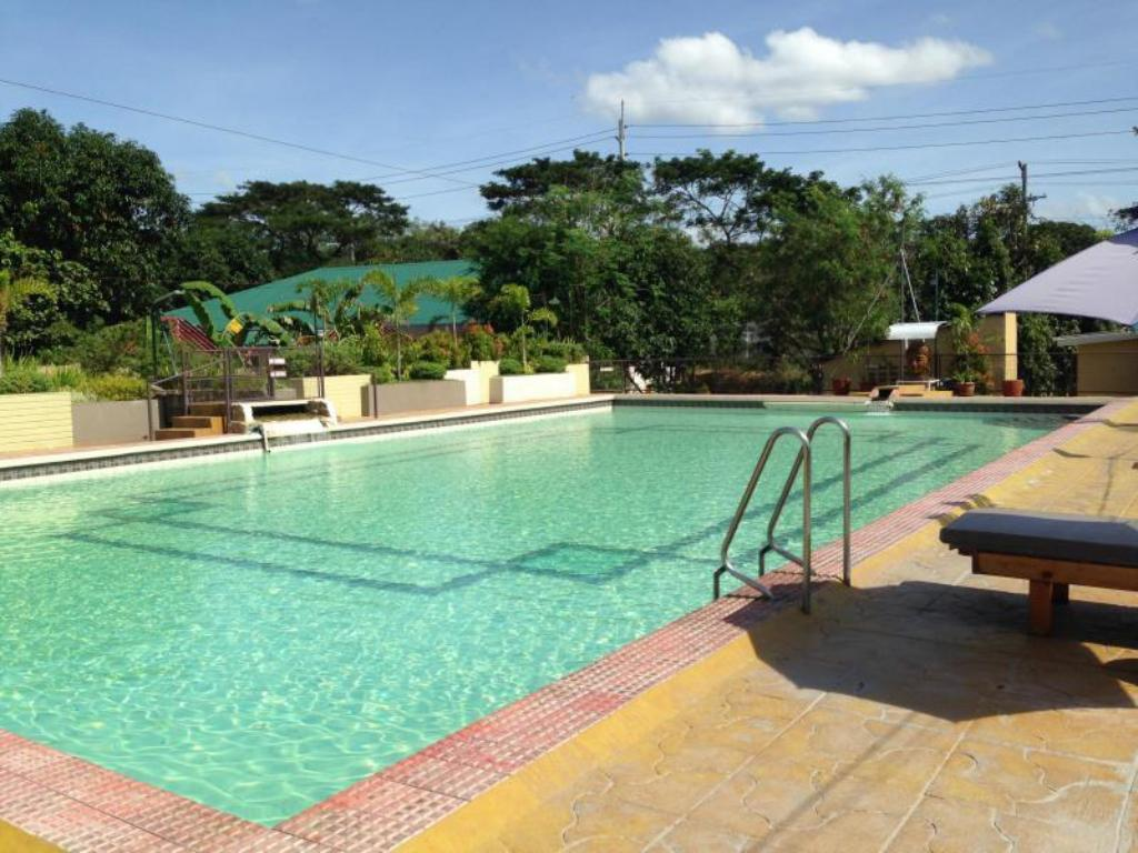 Swimming pool Armandos Wellness Resort