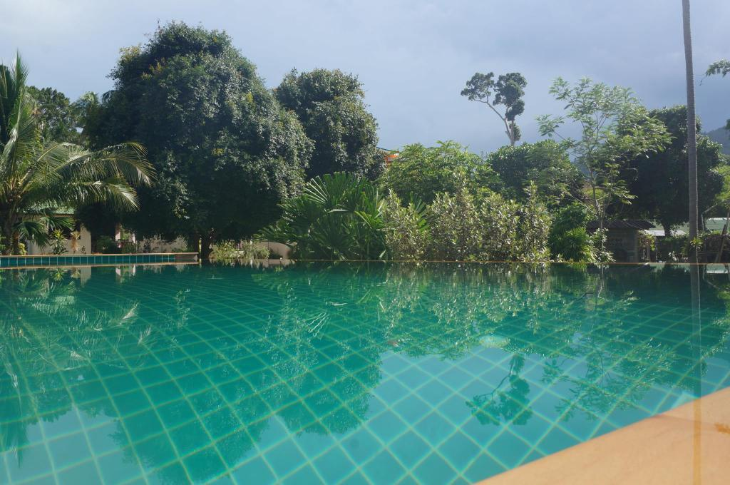 Swimming pool [outdoor] Baan Nok Suan Resort