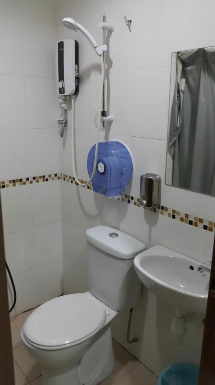 Standard Queen - Bathroom First and New Star Hotel