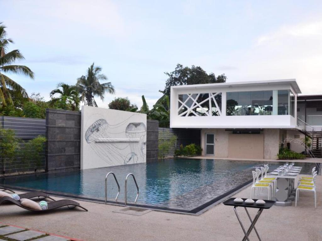 Swimmingpool One Manalo Place