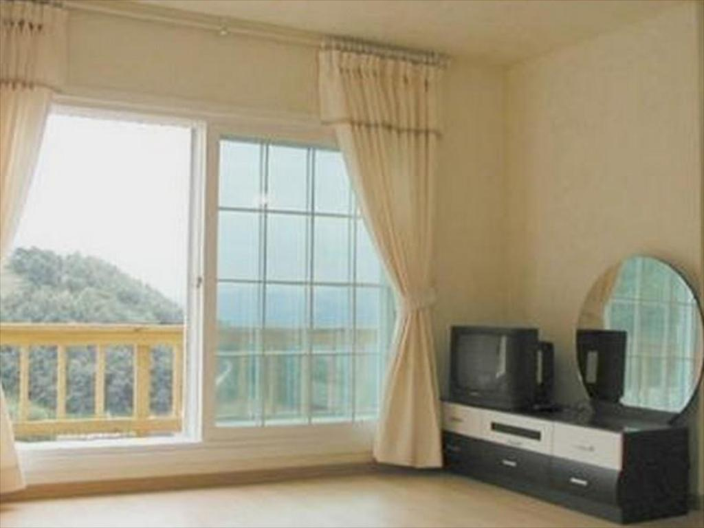 Standard Double Bed Room Dream Mountain Pension