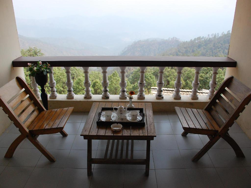 Valley View Room - Balcony Tree Leaf Grand Oak Manor, Binsar Wildlife Sanctuary