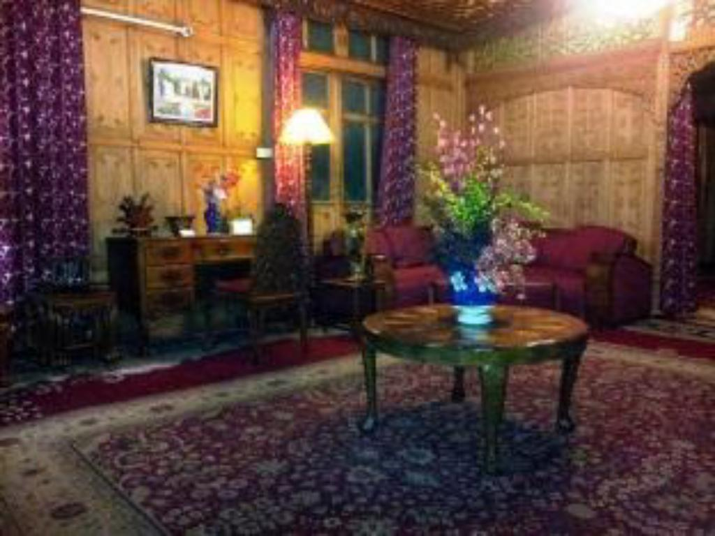 Lobby Prince of Kashmir Group of Houseboats