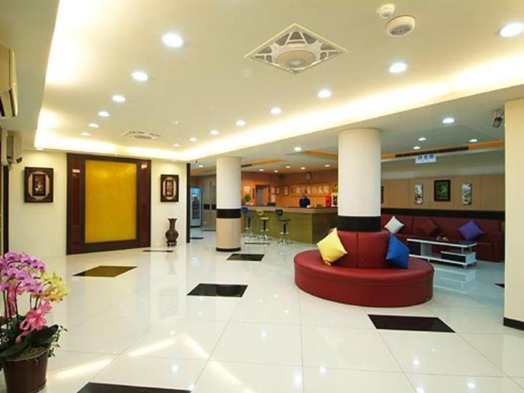 Lobby Puti Commercial Hotel