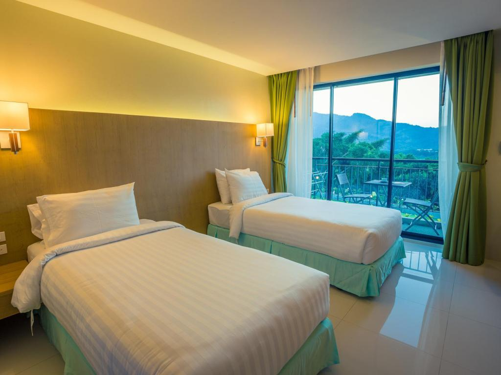 Middle Class Double Room with Balcony - Guestroom Hilltop