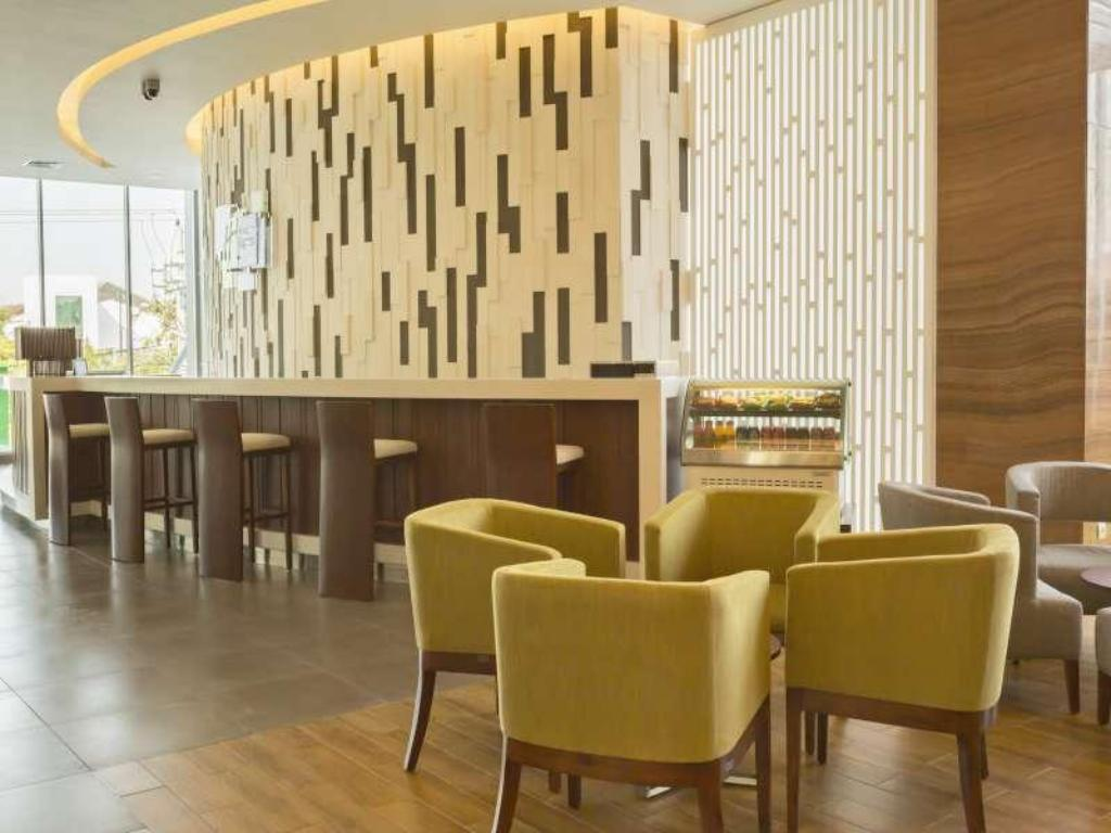 avla Holiday Inn Express Semarang Simpang Lima