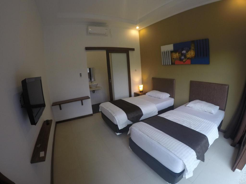 Deluxe Double or Twin Room - Guestroom Bombora Surf Camp Hotel