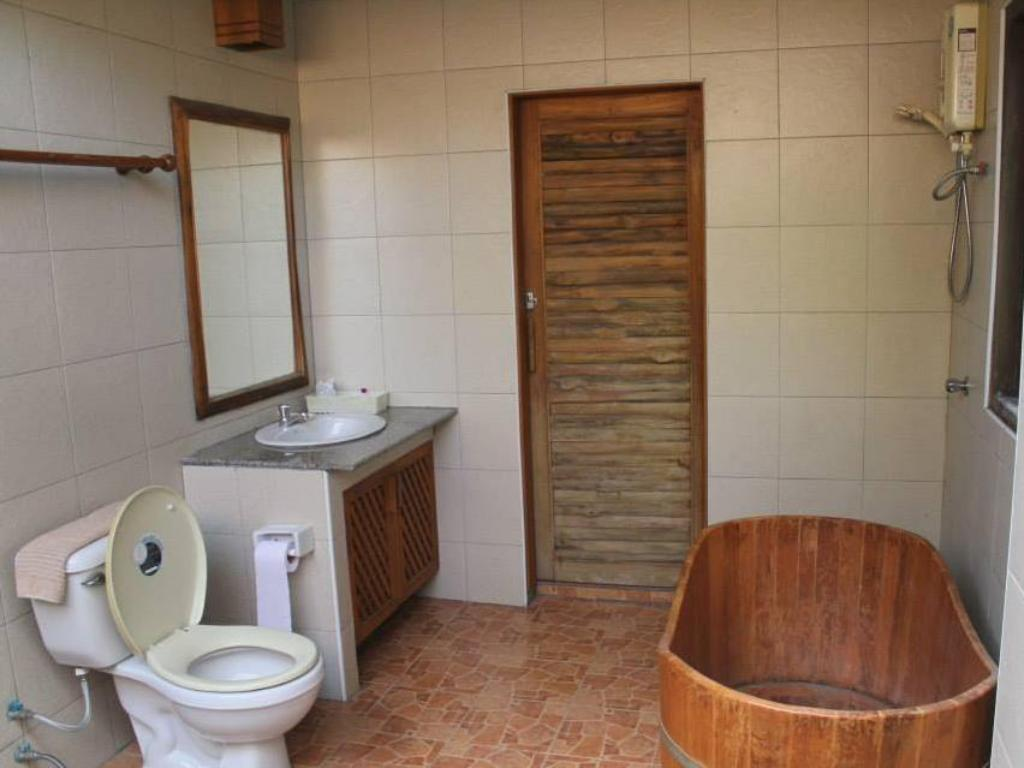 Bathroom Bangyai Buri Resort