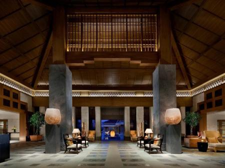 Лоби The Ritz-Carlton, Okinawa
