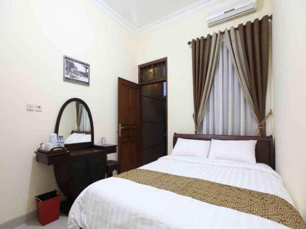 Deluxe Balcony Room - Bed Griya Yunika Boutique Homestay