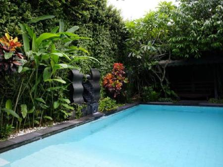 Swimming pool Griya Yunika Boutique Homestay