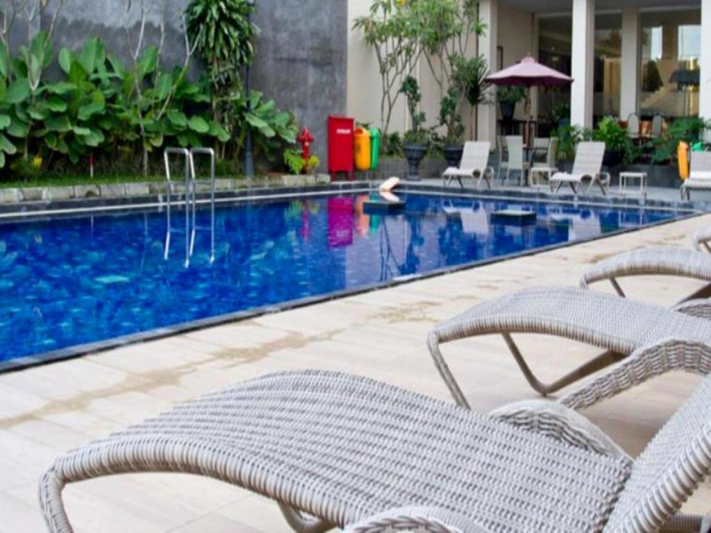 Swimming pool Horison Ultima Riss Hotel Malioboro