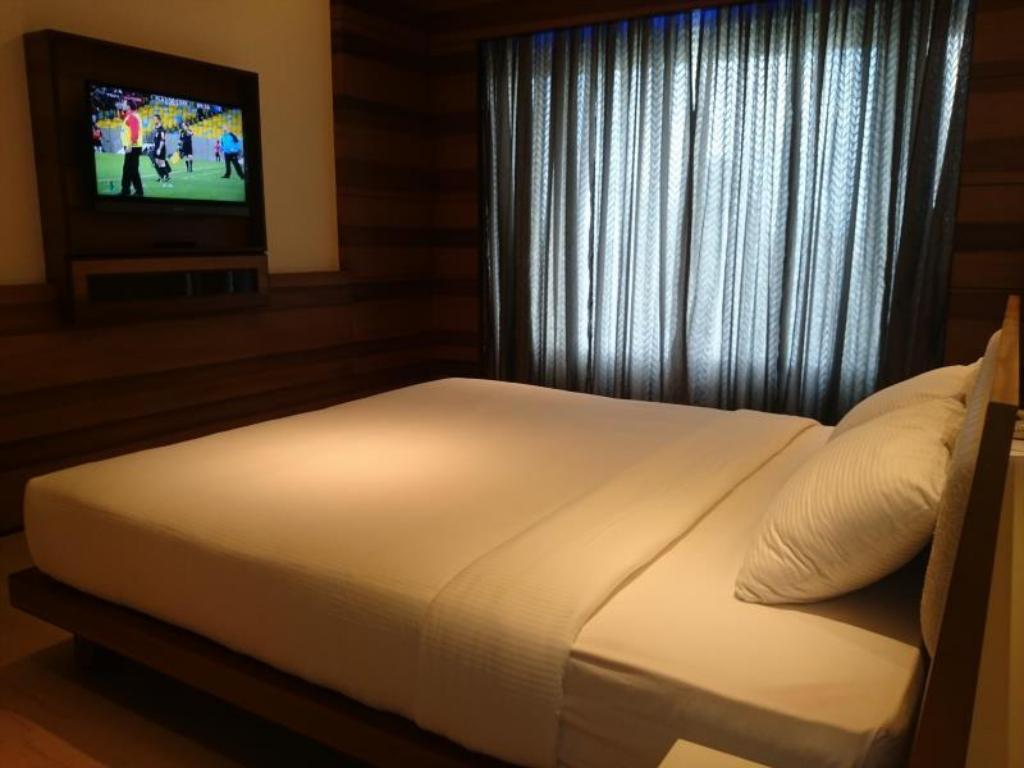 Deluxe Room - Bed Diana Heights Luxury Hotel