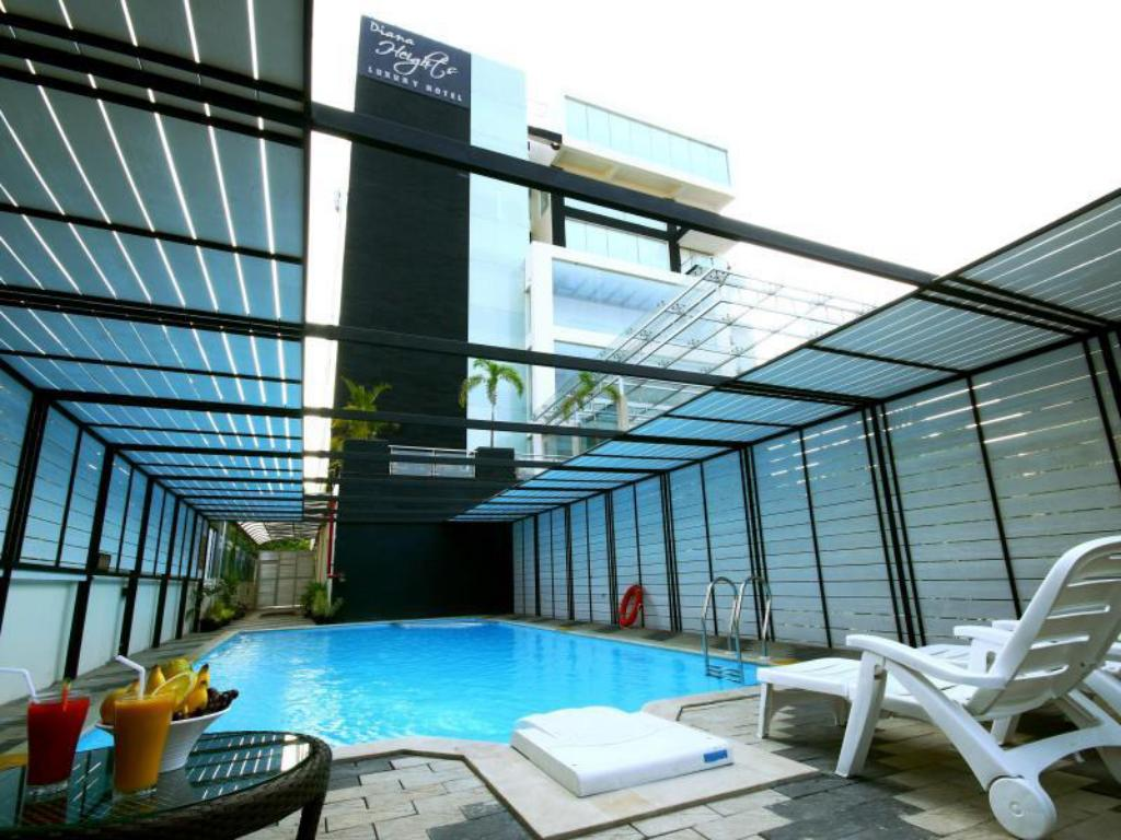 Swimming pool Diana Heights Luxury Hotel