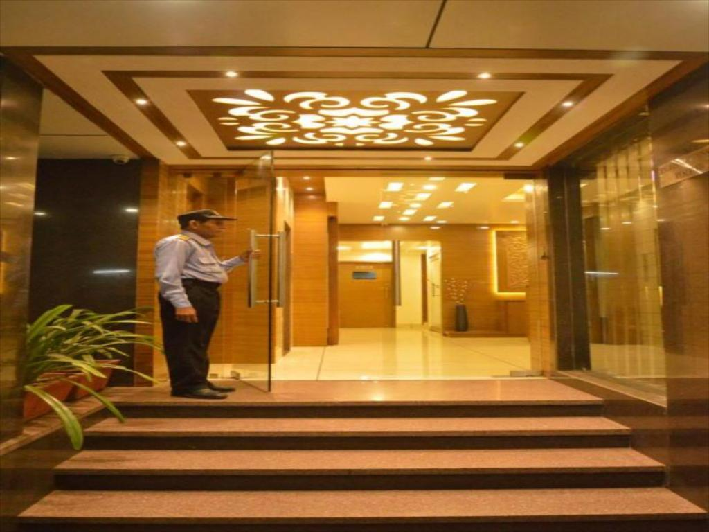 Entrance Hotel Ashish