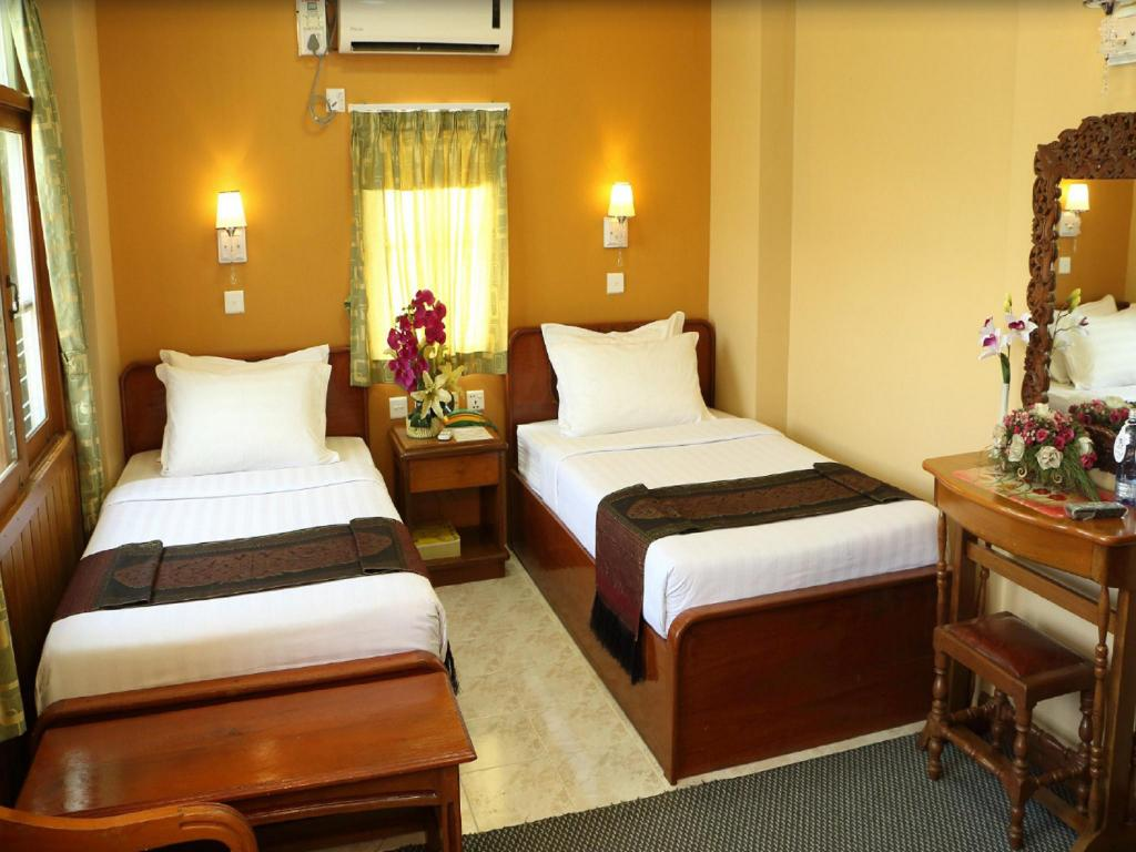 Standard - Bed Royal City Hotel Mandalay