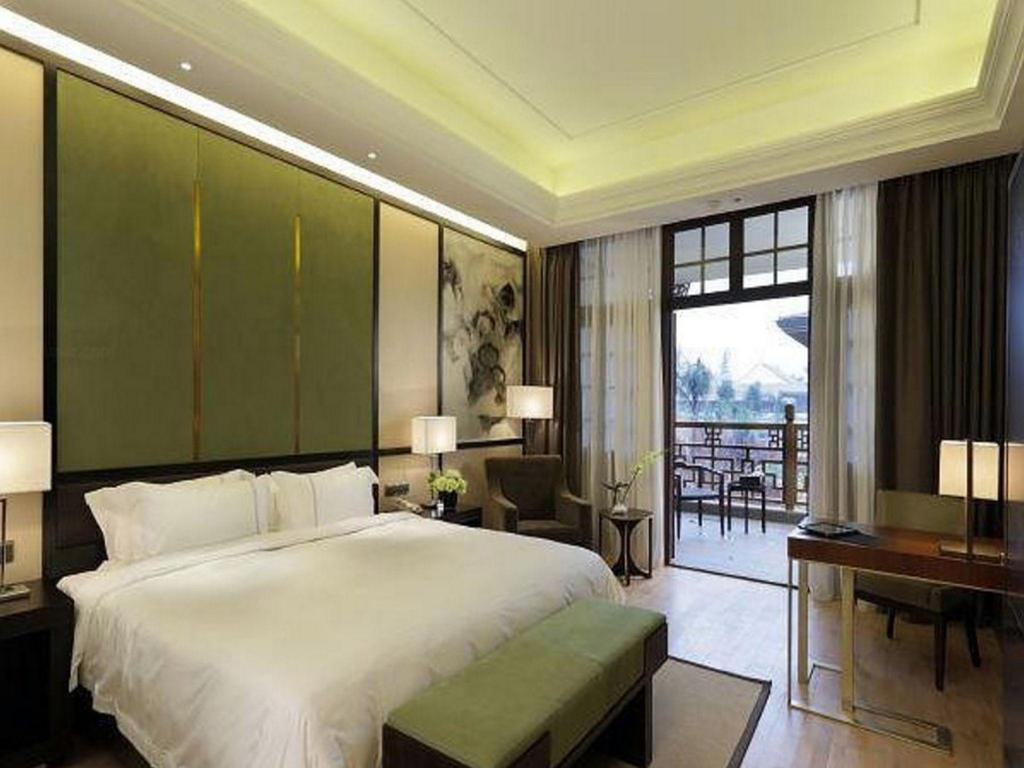 Superior King - Guestroom Eadry Royal Garden Hotel Haikou