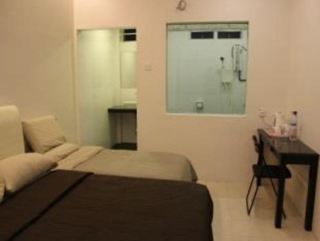Triple Room (Private Bathroom)