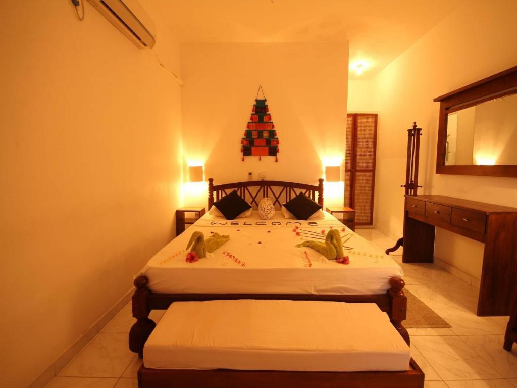 Deluxe Rooms - Bed Laluna Ayurveda Resort