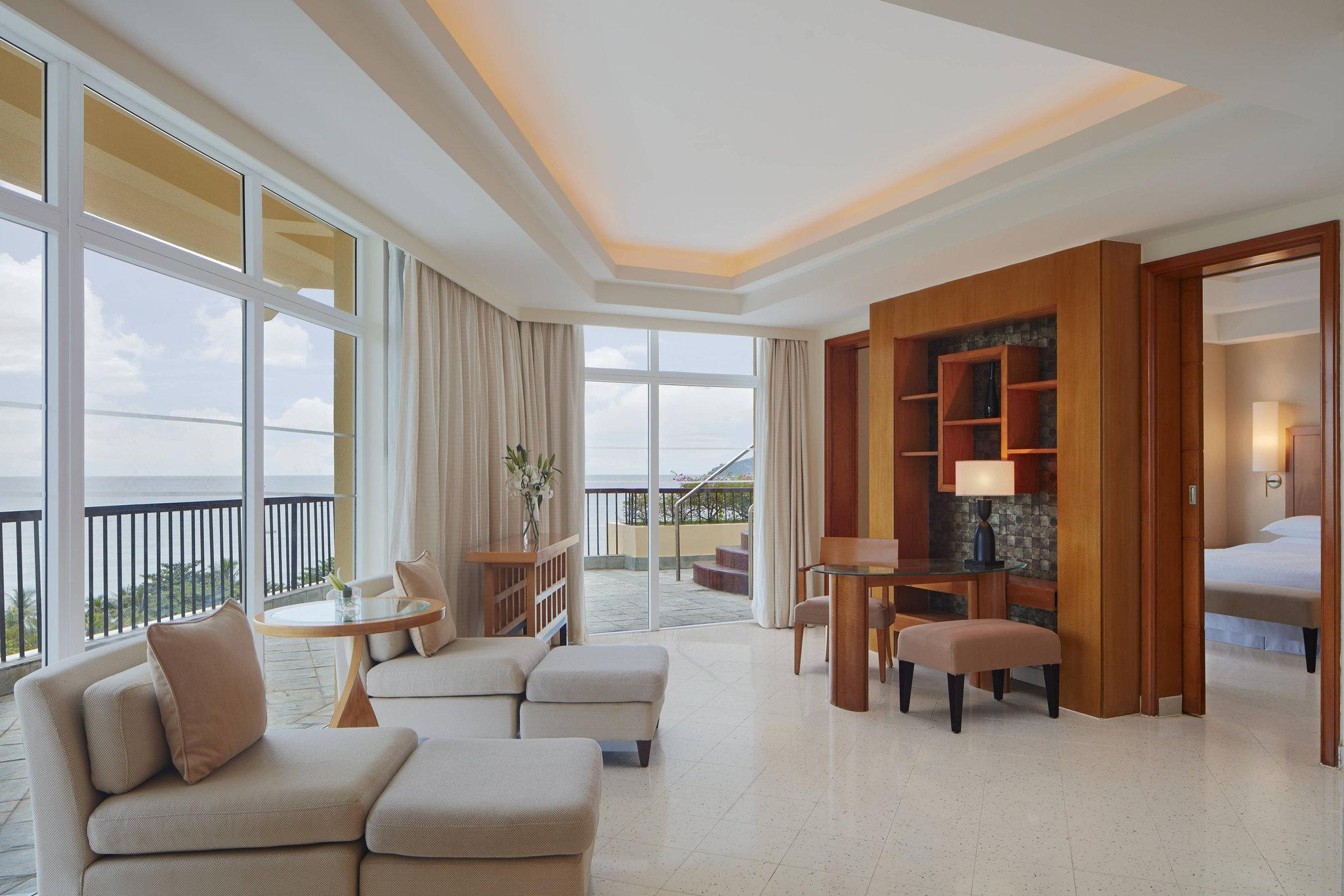 Diplomatic Suite, 1 Bedroom Larger Suite, 1 King, Ocean view