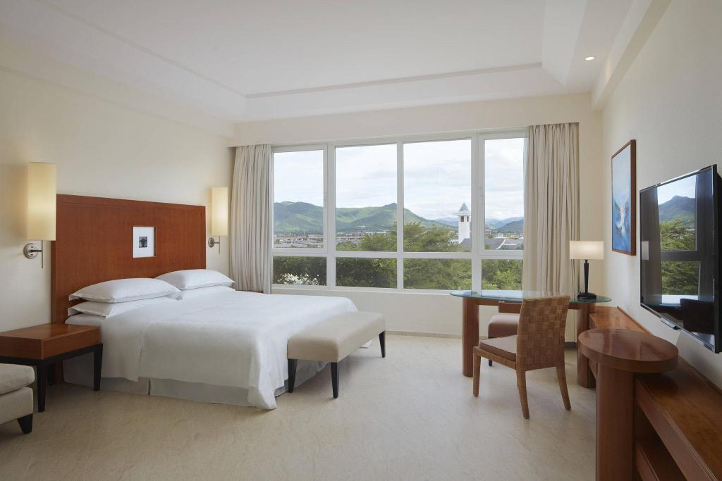 Superior Golf View Room, Guest room, Double, Golf view Sheraton Sanya Resort