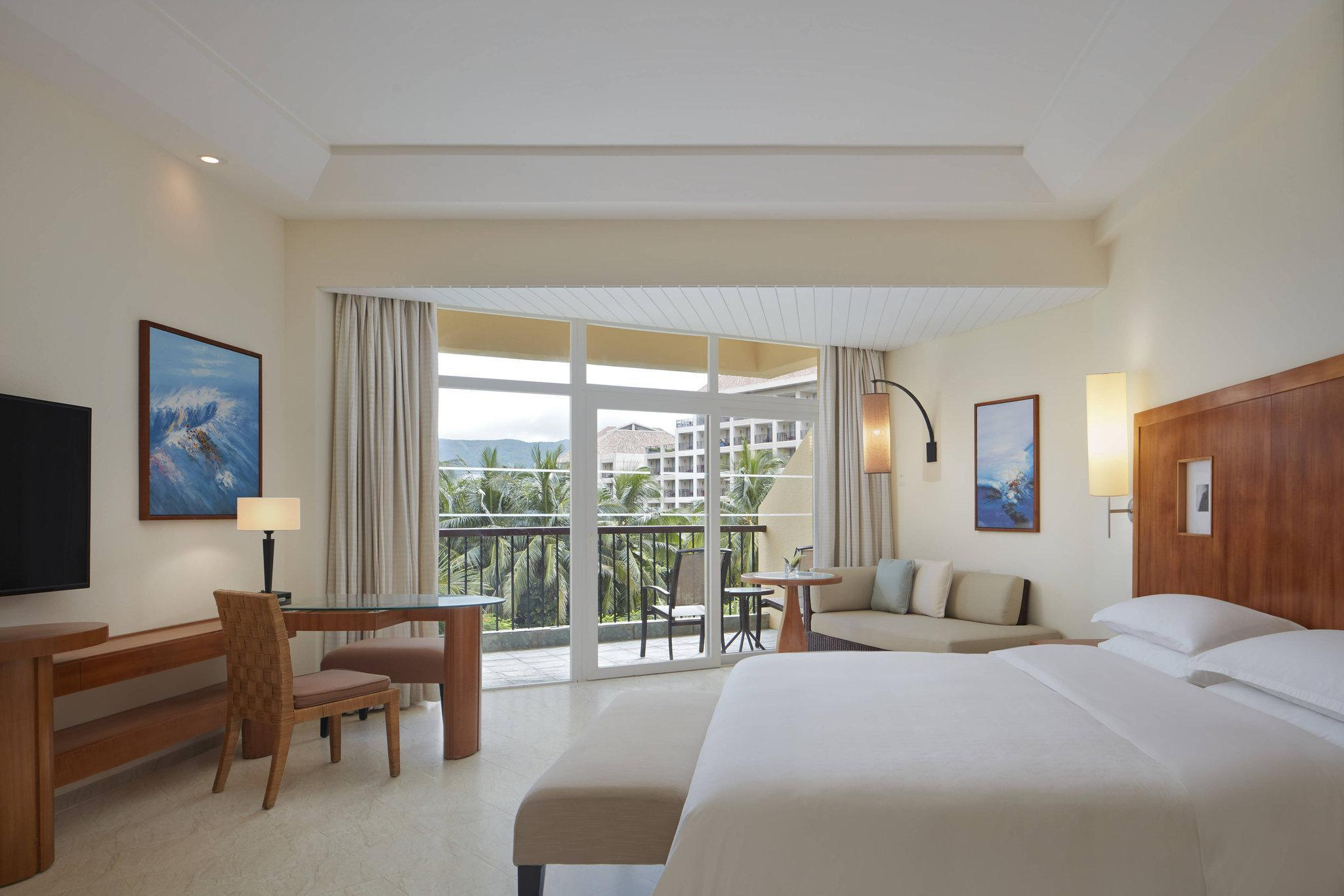Laguna View Room, Larger Guest room, 1 King, Pool view