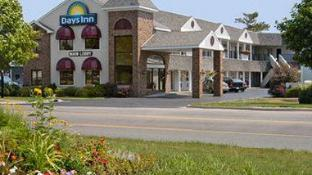 Days Inn by Wyndham Mackinaw City - Lakeview