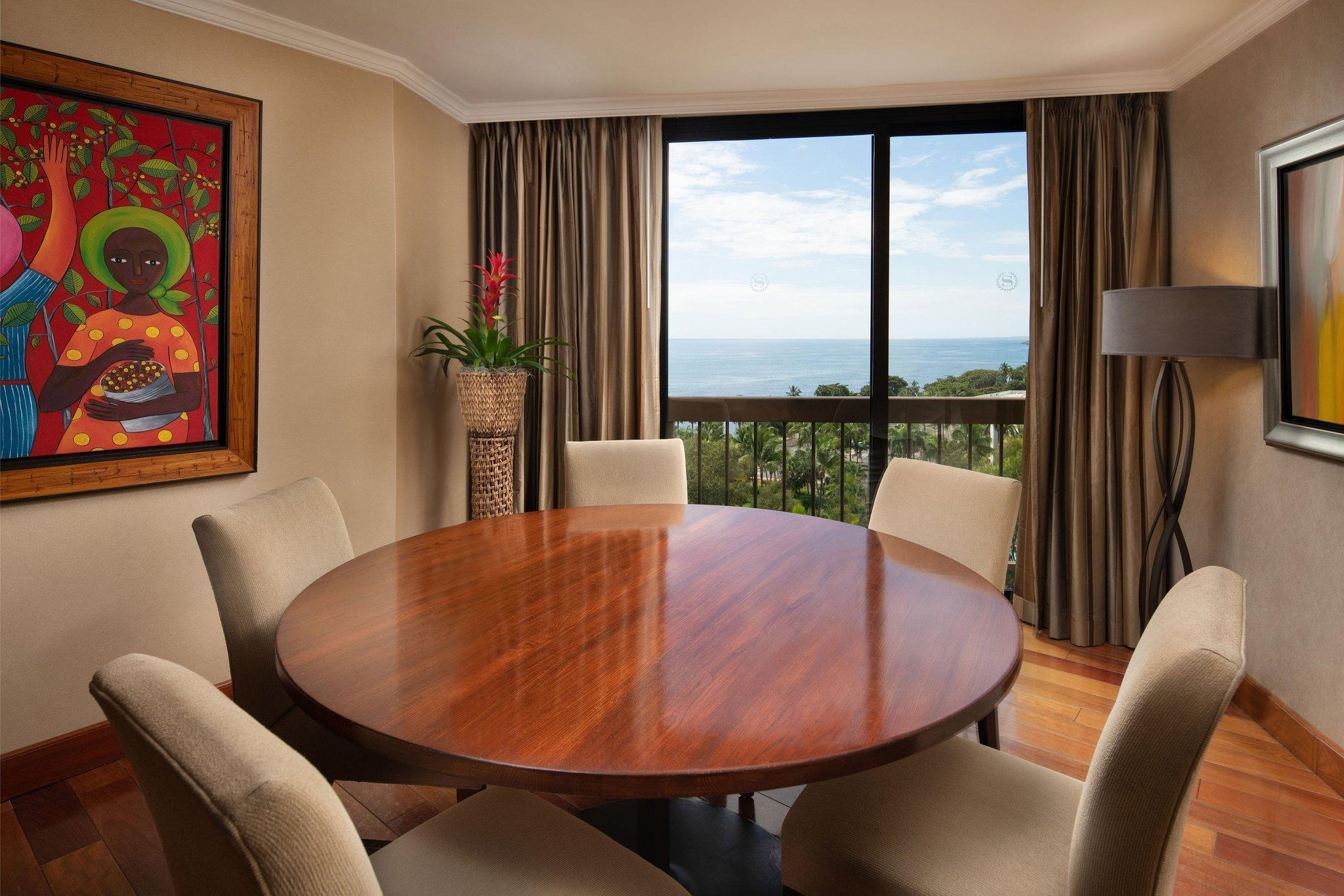 Club lounge access, Larger Guest room, 2 Queen, Ocean view