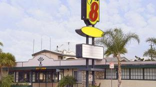 Super 8 By Wyndham Los Angeles Airport