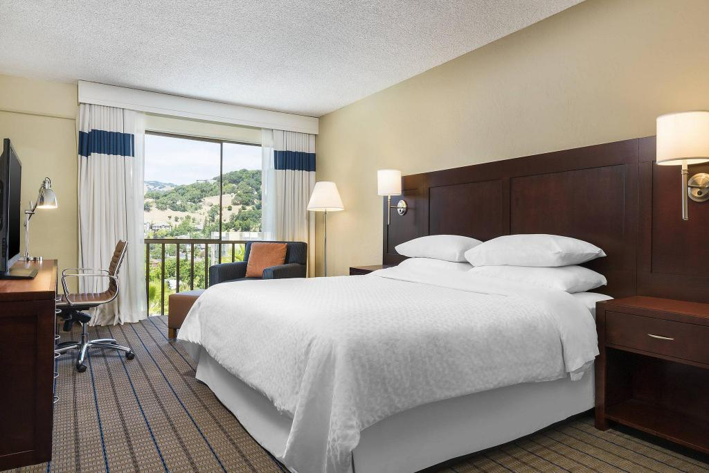 Guest room, 1 King Four Points By Sheraton San Rafael