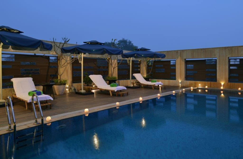Swimming pool [outdoor] Fortune Inn Grazia-Ghaziabad