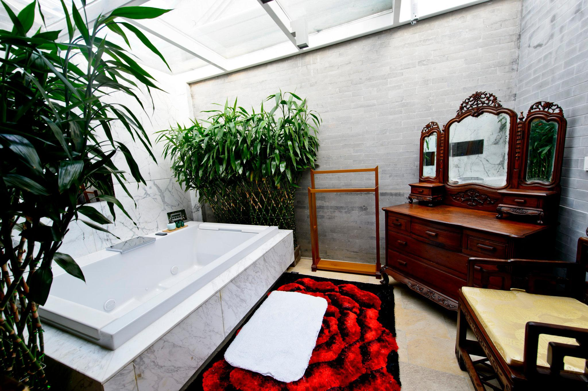04 South Courtyard Deluxe Room