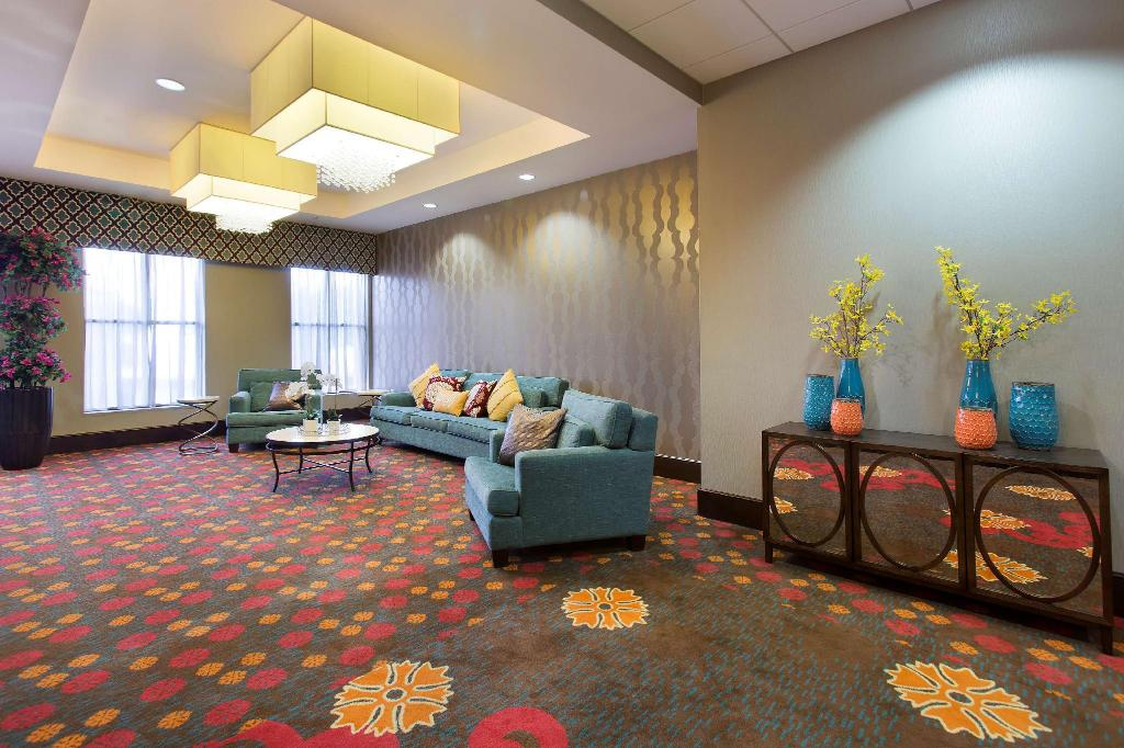 Interiér Ramada Plaza Resort & Suites by Wyndham Orlando Intl Drive
