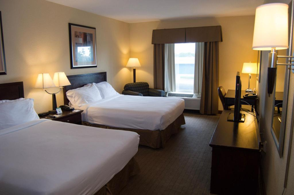 2 Bed Hearing Mobility Accessible Tub Non-Smoking Holiday Inn Express Hotel & Suites Clearwater US 19 North