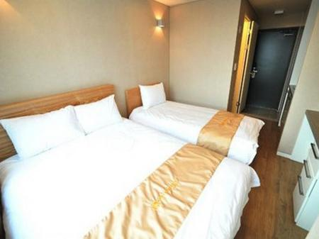 Deluxe Twin Bed Room Golden Forest Residence River
