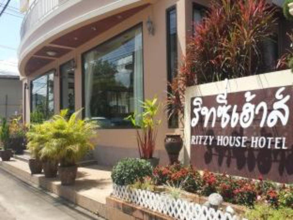 Entrance Ritzy House Hotel