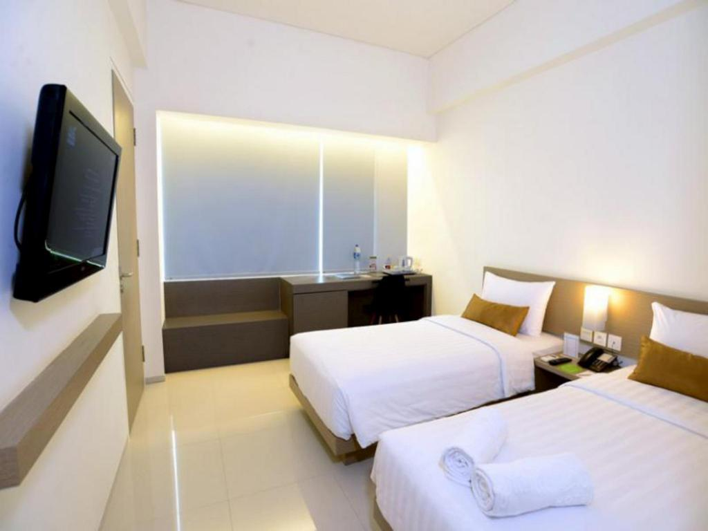 Superior Twin Bed - Guestroom Hotel Grand Zuri Lahat
