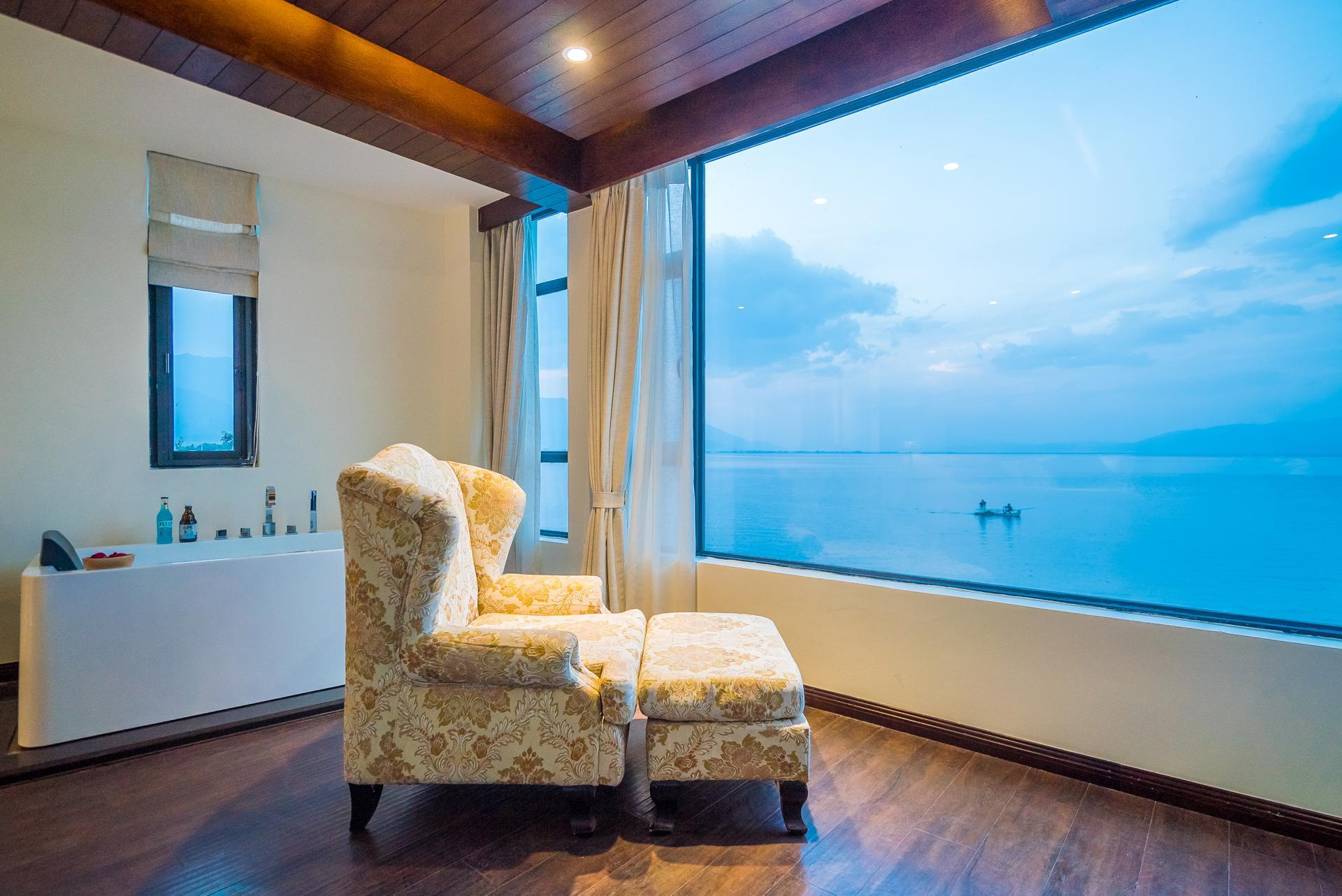 Habitación con Cama King y Vistas al Mar (Sea View King Bed)