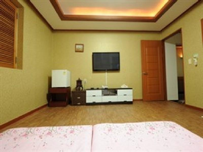 Традиционна стая Ondol в корейски стил В (Korean Traditional Ondol Room B)