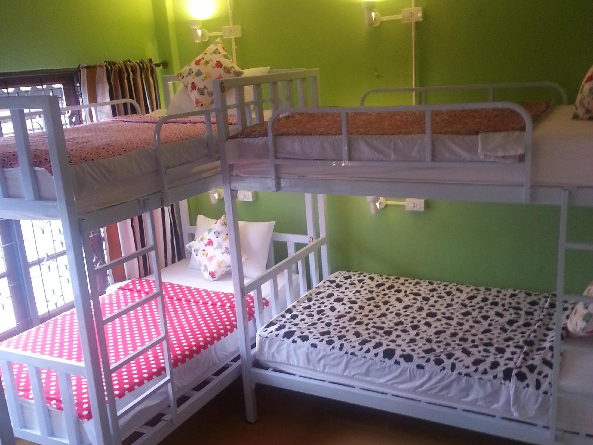 Pograd postelje za 6 (Bunk Beds For 6)