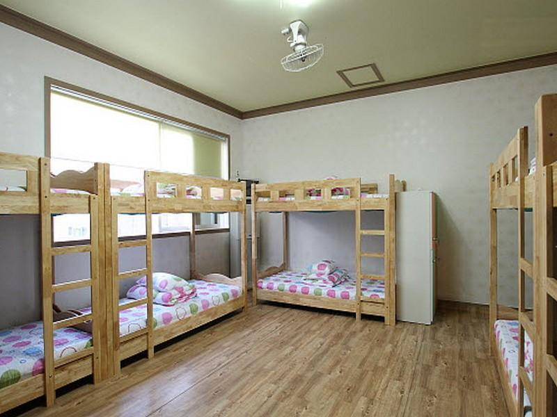 【1張床位】10人宿舍 - 限男性 (1 Person in 10-Bed Dormitory - Male Only)