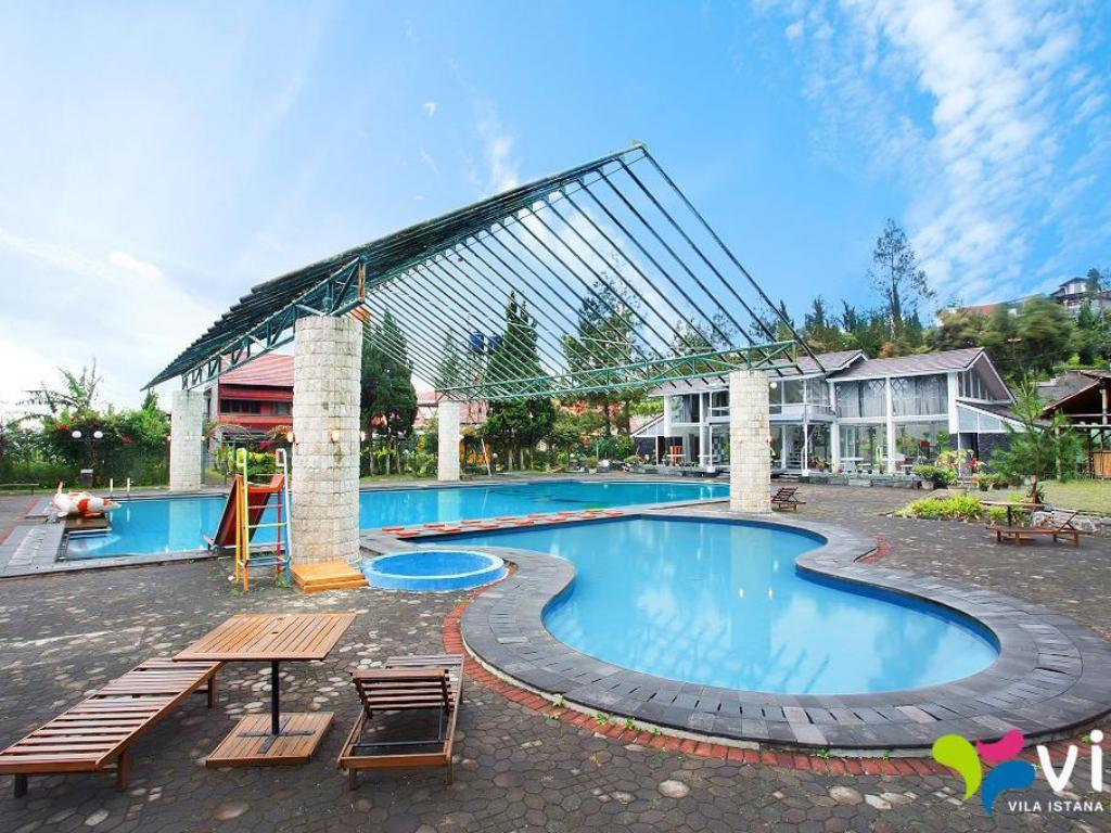 Swimming pool Arief Villa Lembang